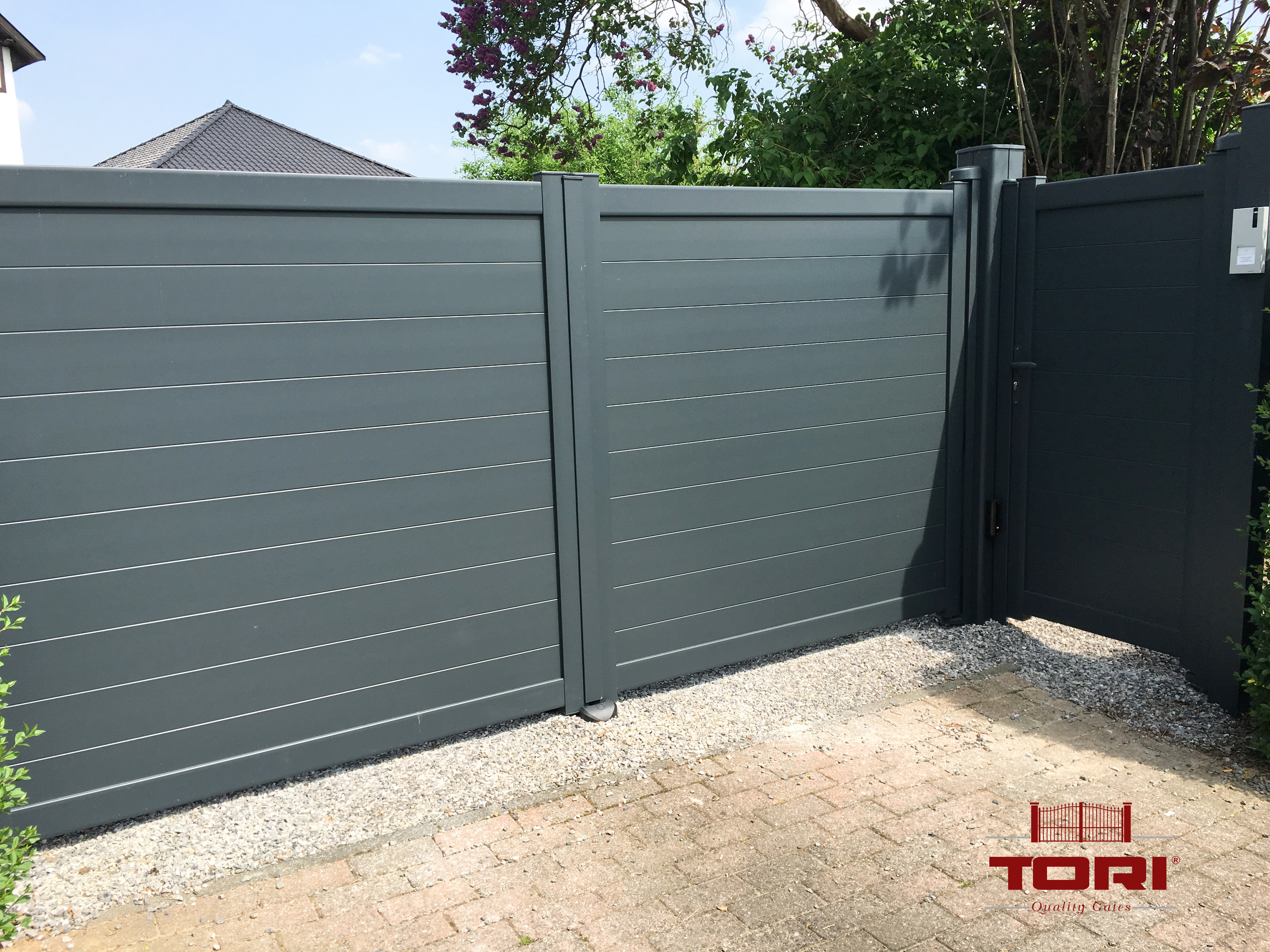 Portail et portillon aluminium ana tori portails for Portail portillon aluminium
